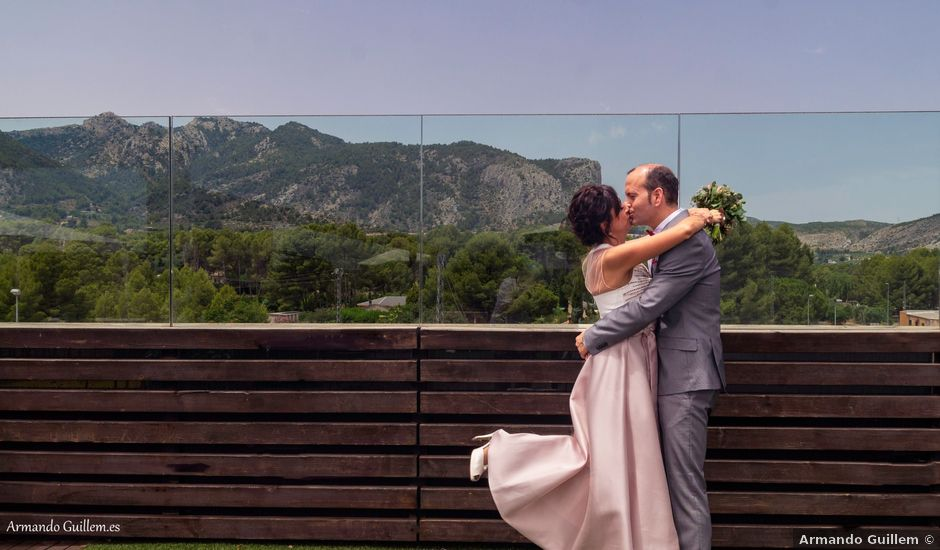 La boda de Alberto y Raquel en Muro De Alcoy, Alicante