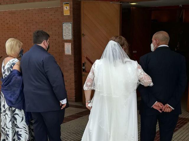 La boda de Santi y Ainhoa  en Pamplona, Navarra 6