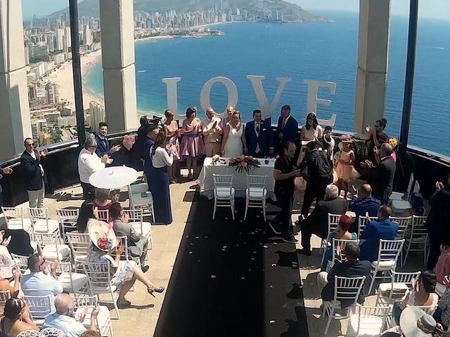La boda de Oscar y Cristina en Benidorm, Alicante 19