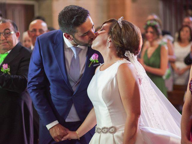 La boda de Vanesa y José María en Valdastillas, Cáceres 33
