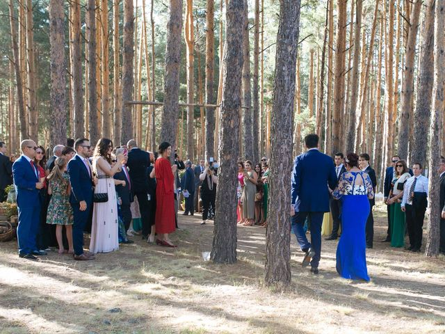 La boda de Ángel y Ana en Rascafria, Madrid 31