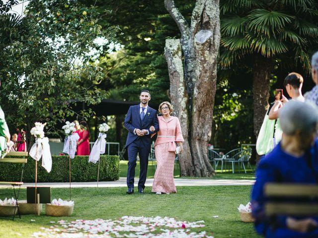 La boda de Pedro y Marta en Oleiros, A Coruña 32