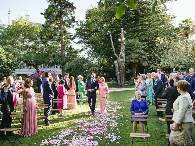 La boda de Pedro y Marta en Oleiros, A Coruña 33