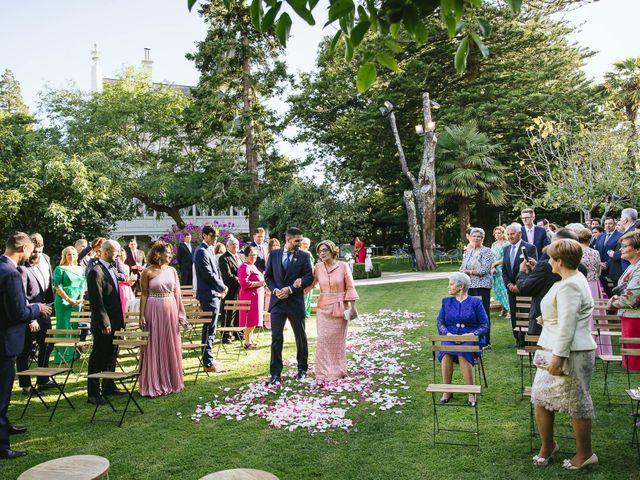 La boda de Pedro y Marta en Oleiros, A Coruña 34