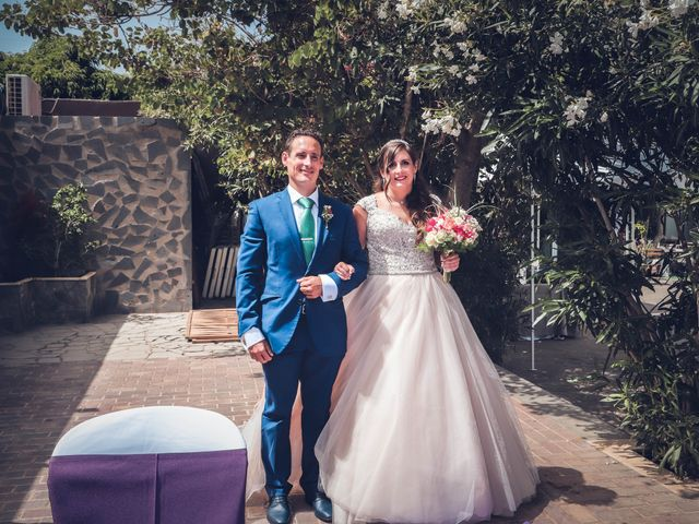 La boda de Víctor y Laura en Candelaria, Santa Cruz de Tenerife 22