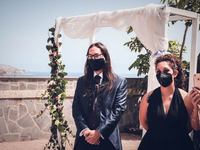 La boda de Víctor y Laura en Candelaria, Santa Cruz de Tenerife 23