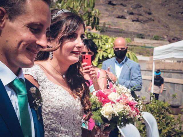 La boda de Víctor y Laura en Candelaria, Santa Cruz de Tenerife 24