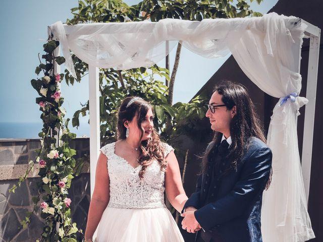 La boda de Víctor y Laura en Candelaria, Santa Cruz de Tenerife 30