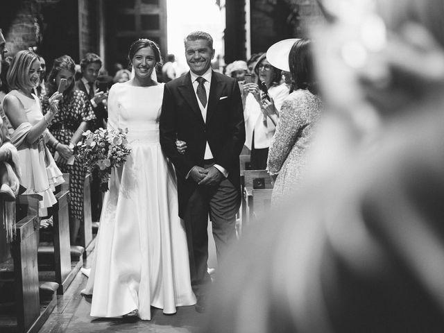 La boda de Eduardo y Patricia en Villamayor De Monjardin, Navarra 9