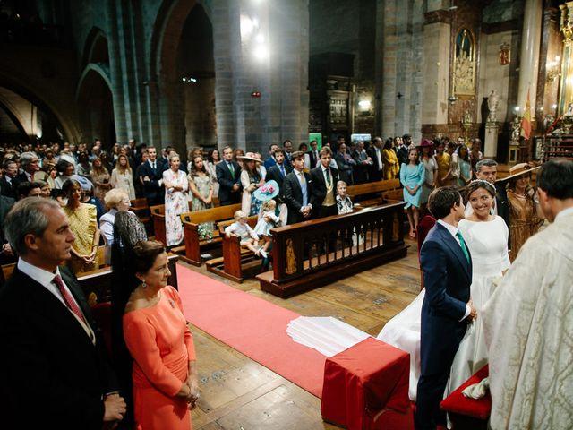 La boda de Eduardo y Patricia en Villamayor De Monjardin, Navarra 12