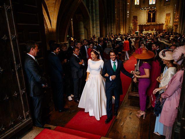 La boda de Eduardo y Patricia en Villamayor De Monjardin, Navarra 13