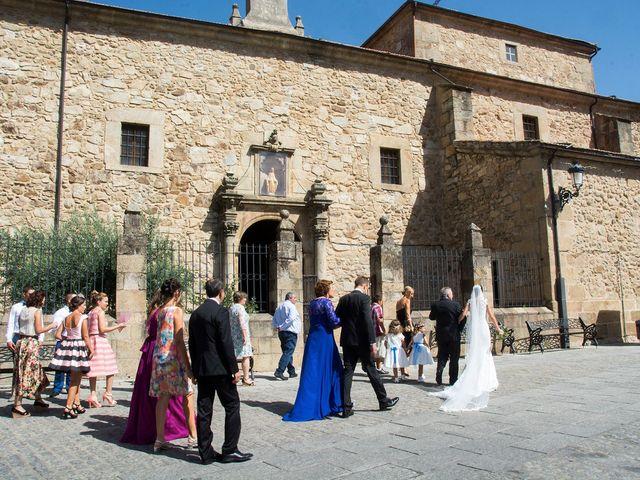 La boda de David y Helena en Cabezuela Del Valle, Cáceres 30
