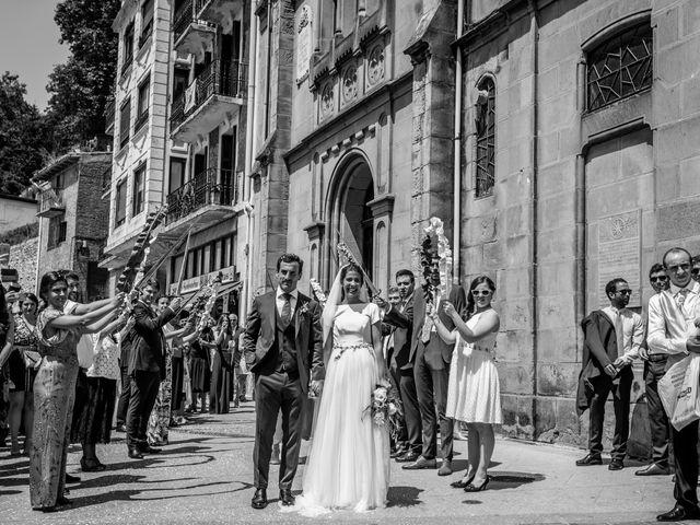 La boda de Ana y Joxe en Hondarribia, Guipúzcoa 31