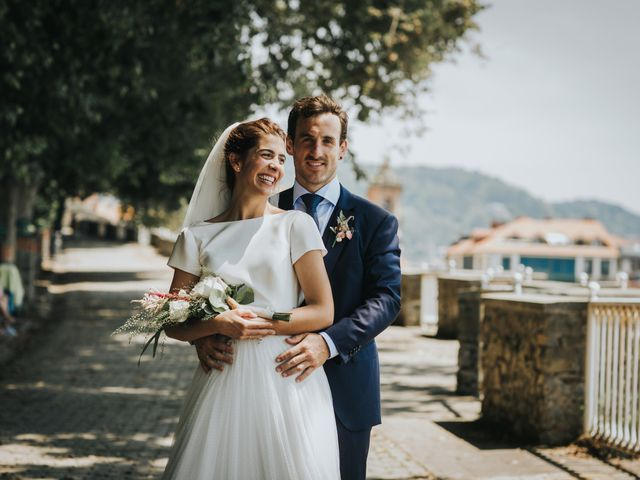 La boda de Ana y Joxe en Hondarribia, Guipúzcoa 33
