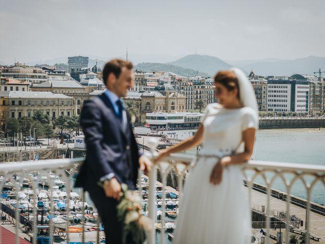 La boda de Ana y Joxe en Hondarribia, Guipúzcoa 35