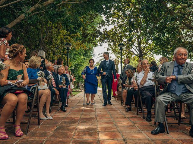 La boda de Mariano y Laura en Castelló/castellón De La Plana, Castellón 26