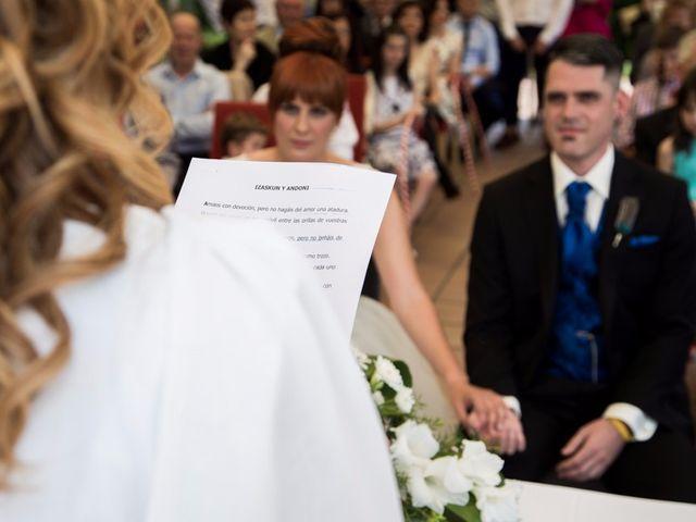 La boda de Andoni y Izaskun en Sondika, Vizcaya 13