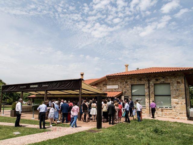 La boda de Andoni y Izaskun en Sondika, Vizcaya 23
