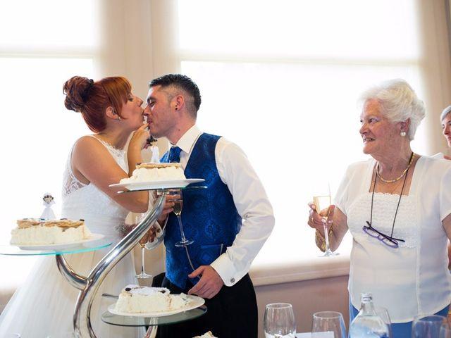 La boda de Andoni y Izaskun en Sondika, Vizcaya 35
