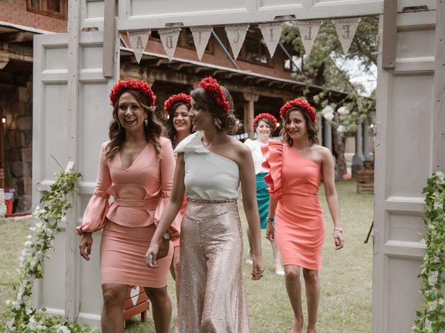 La boda de Javier y Lorena en Navaluenga, Ávila 108