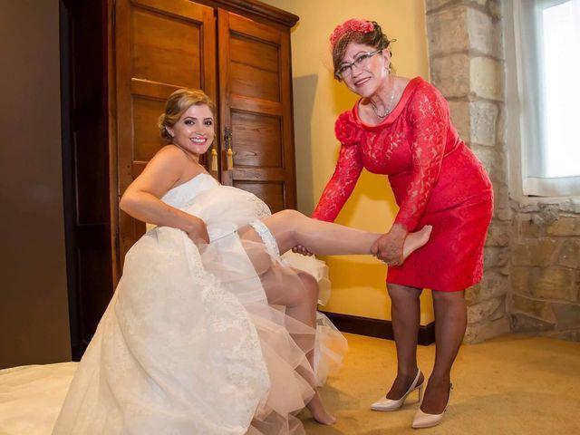 La boda de Jefri y Claudia en Pamplona, Navarra 36