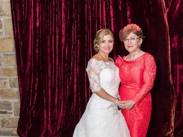 La boda de Jefri y Claudia en Pamplona, Navarra 47