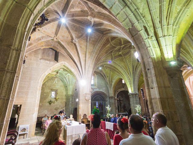 La boda de Oscar y Almudena en Valencia De Alcantara Ff.Cc., Cáceres 9