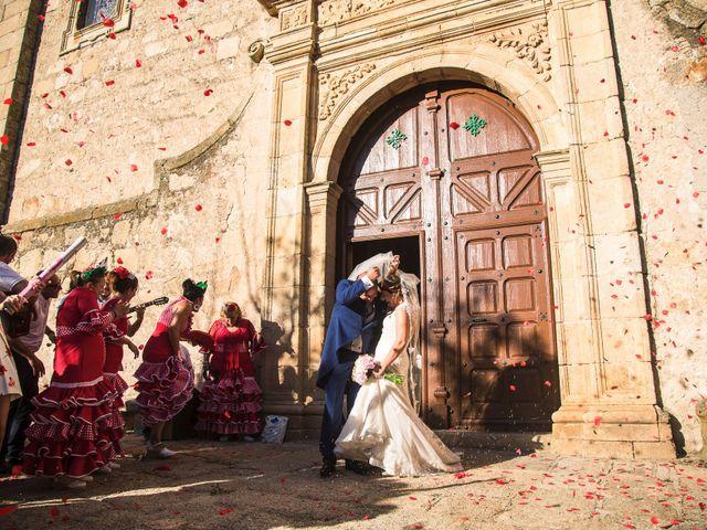 La boda de Oscar y Almudena en Valencia De Alcantara Ff.Cc., Cáceres 11