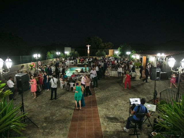 La boda de Oscar y Almudena en Valencia De Alcantara Ff.Cc., Cáceres 17