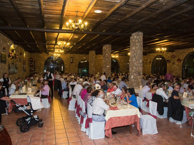 La boda de Oscar y Almudena en Valencia De Alcantara Ff.Cc., Cáceres 19