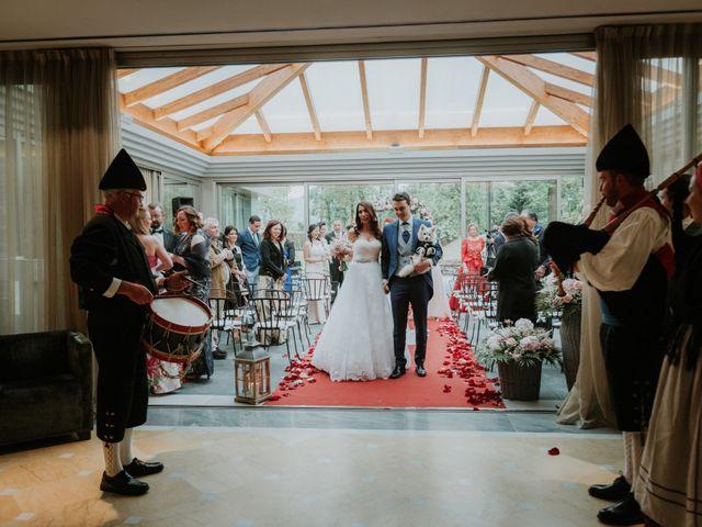 La boda de Angel y Fabiana en Oviedo, Asturias 23