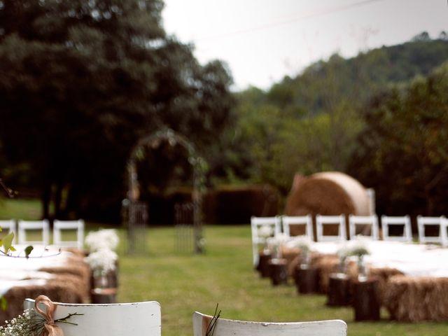 La boda de Miguel y Ahina en Sant Ferriol, Girona 4