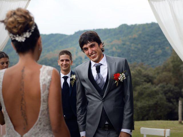 La boda de Miguel y Ahina en Sant Ferriol, Girona 19