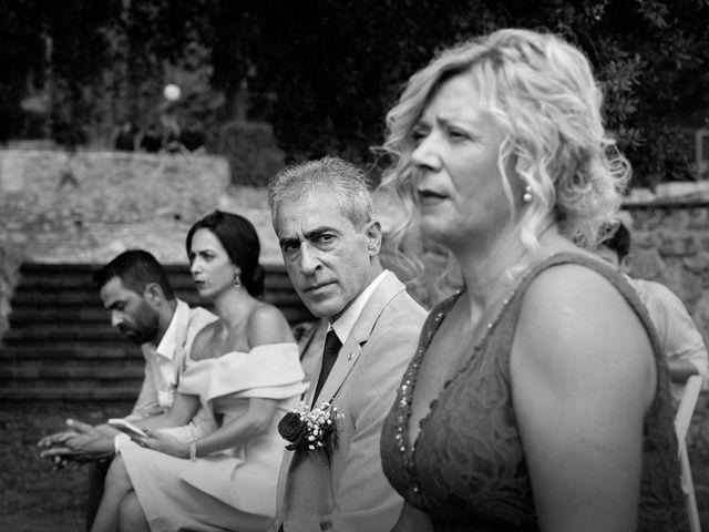 La boda de Miguel y Ahina en Sant Ferriol, Girona 21