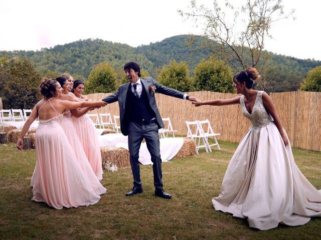 La boda de Miguel y Ahina en Sant Ferriol, Girona 31