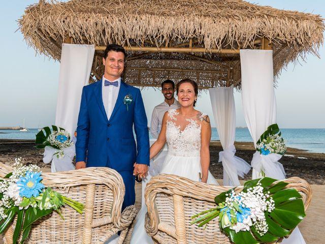 La boda de Enrique  y Maria  en Corralejo, Las Palmas 39