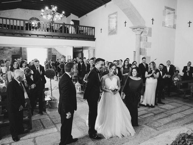 La boda de Carlos y Paula en Laxe, A Coruña 12