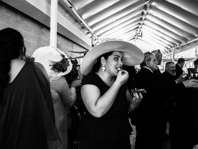 La boda de Isacc y Laura en Chiclana De La Frontera, Cádiz 65
