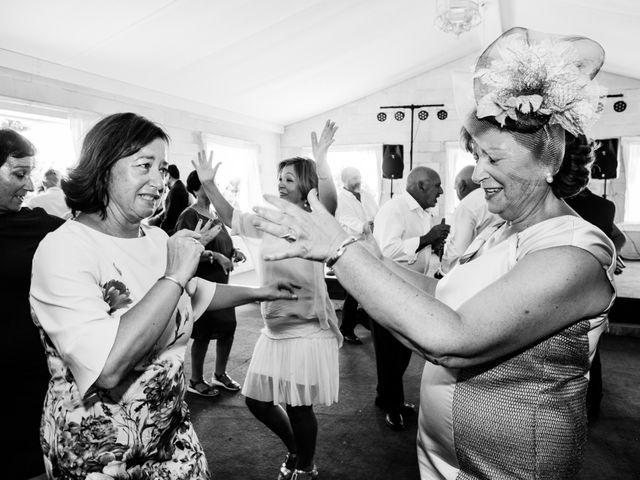 La boda de Isacc y Laura en Chiclana De La Frontera, Cádiz 81