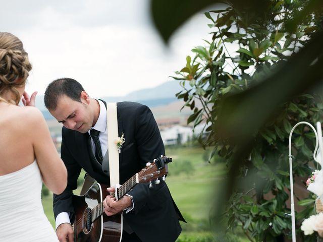La boda de Javi y Angela en Gorraiz, Navarra 18