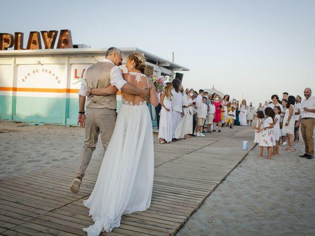 La boda de Vane y Hugo en Castelló/castellón De La Plana, Castellón 31