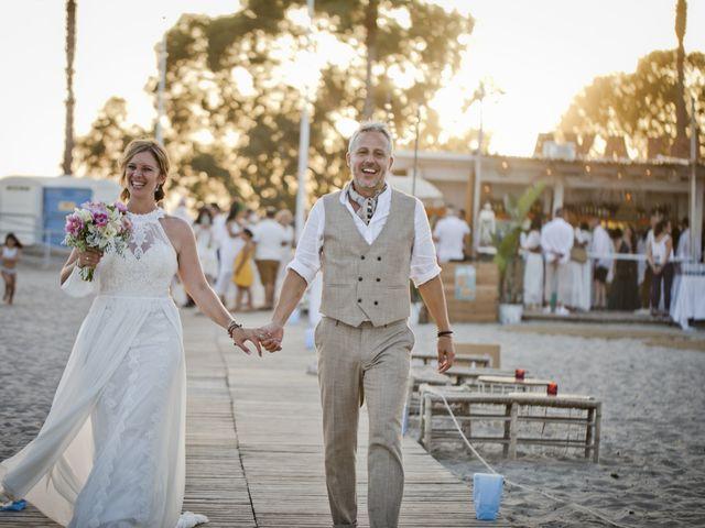 La boda de Vane y Hugo en Castelló/castellón De La Plana, Castellón 34
