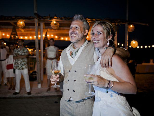 La boda de Vane y Hugo en Castelló/castellón De La Plana, Castellón 42