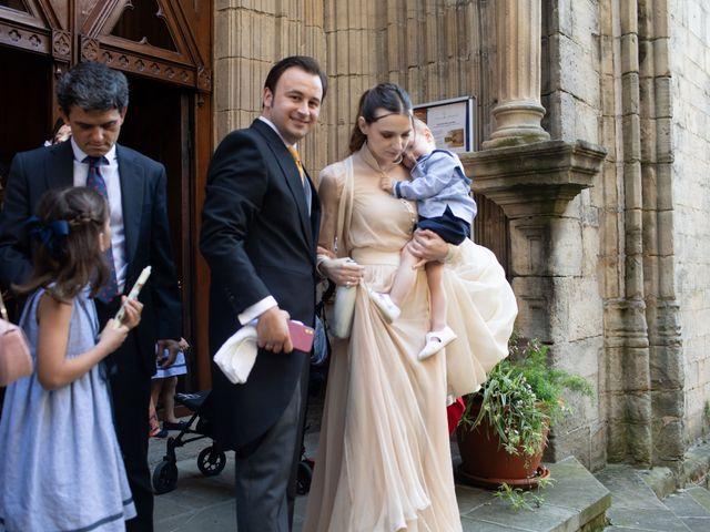 La boda de Rodrigo y Elena en Hondarribia, Guipúzcoa 28