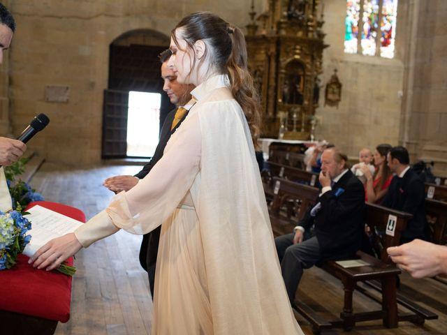 La boda de Rodrigo y Elena en Hondarribia, Guipúzcoa 32