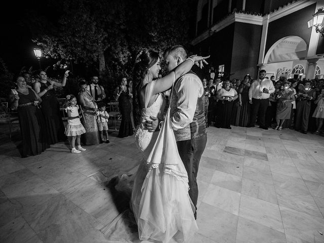 La boda de Alejandro y Yasmina en Espartinas, Sevilla 33