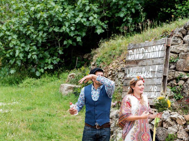La boda de David y Honesty en Mont-ral, Tarragona 22