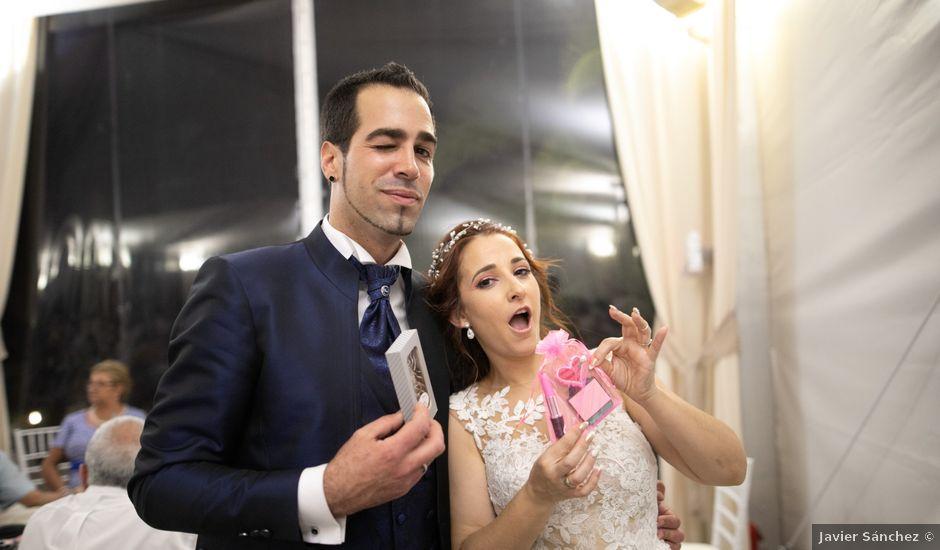 La boda de Antonio y Fátima en Almendralejo, Badajoz