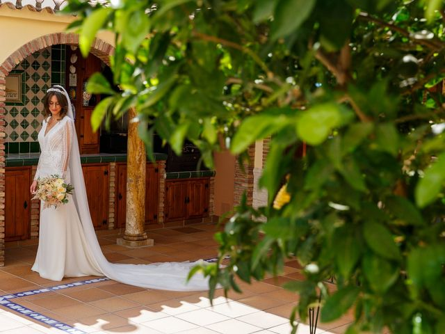 La boda de Juan y Virginia en Fuente Vaqueros, Granada 23