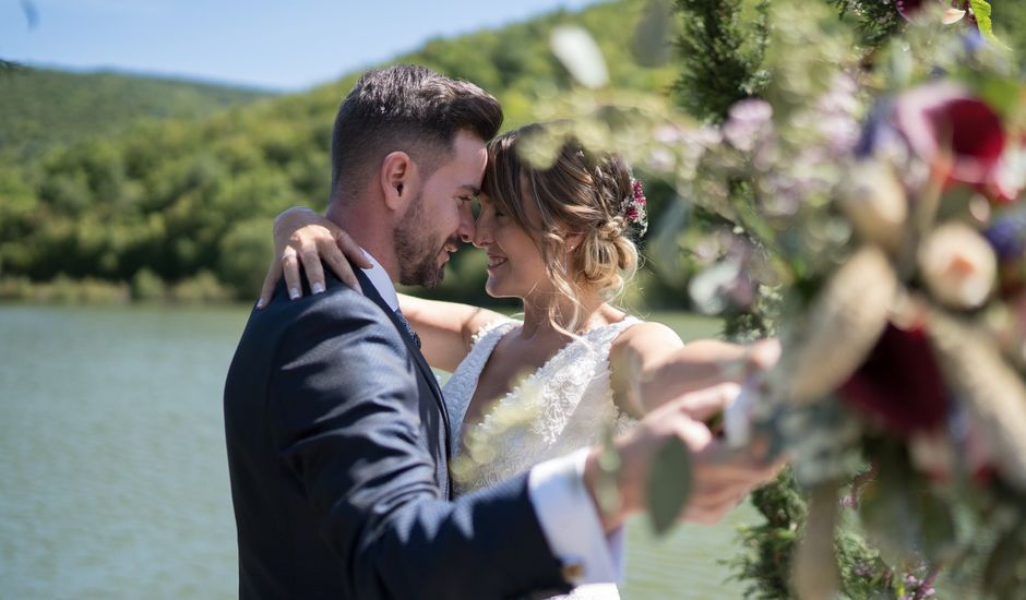 La boda de Arturo y Lorena en Beraiz, Navarra